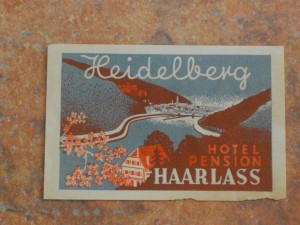 Pictorial hotel luggage label
